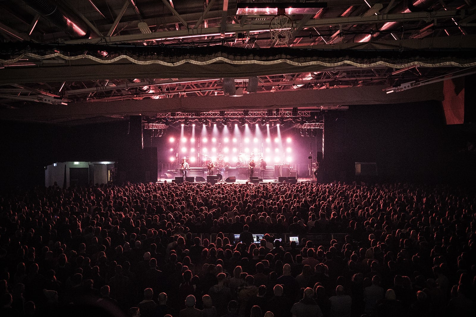 Mumford and Sons perform to a packed crowd onstage at Iceland Airways in 2017